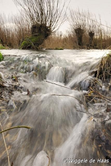 In stromend water