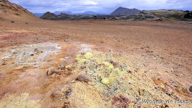 Kafla gekleurde grond/lava